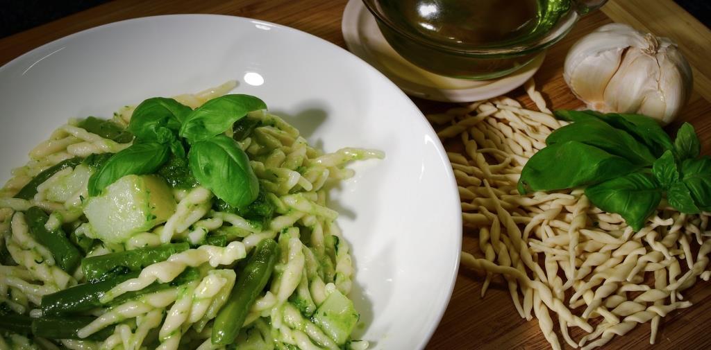 Pasta med pesto, poteter og aspargesbønner