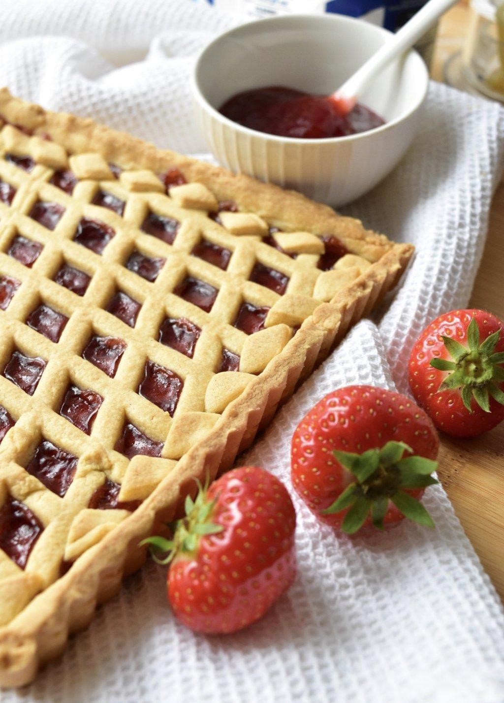 Terte med jordbærsyltetøy